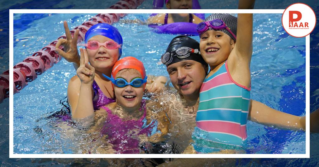 Grupowa nauka pływanie, dlaczego dzieci taklubią wniej uczestniczyć?