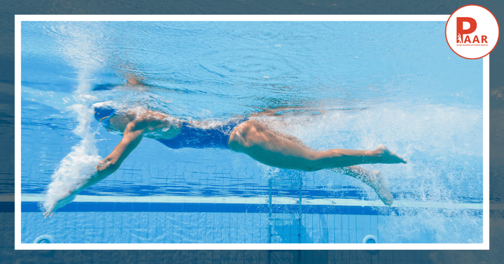 Praca nogami podczas pływania kraulem