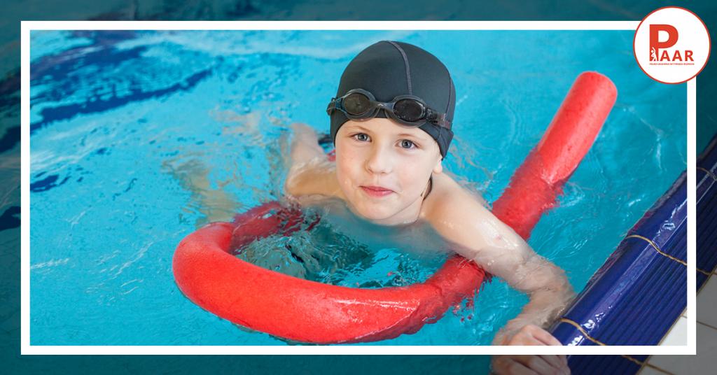 Bezpieczny relaks wwodzie – pływanie wWarszawie podokiem instruktora PAAR