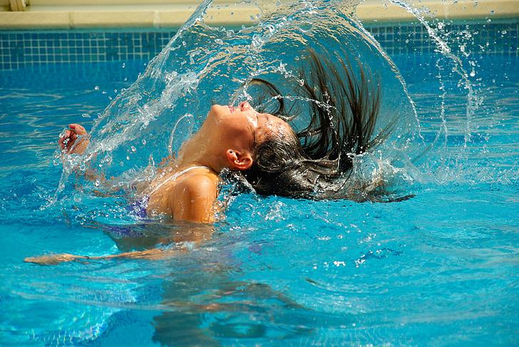 Niezbędnik pływaka: co warto wziąć zesobą nabasen?